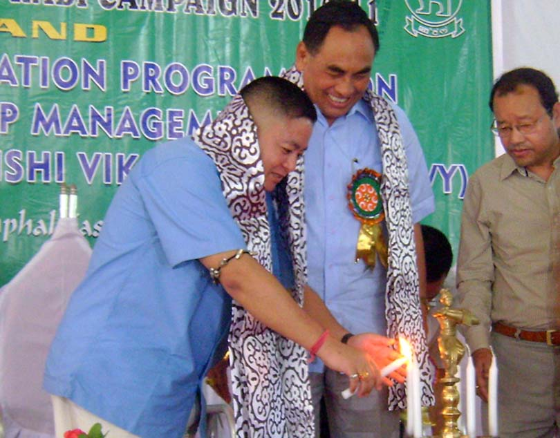 Agriculture minister N Loken lighting up the inaugural lamp of the Rabi campaign 2010-11 and two days oriental pogramme on Integrated Crop Management taken up under RKVY. 2010-10-04 | by : IFP Photo