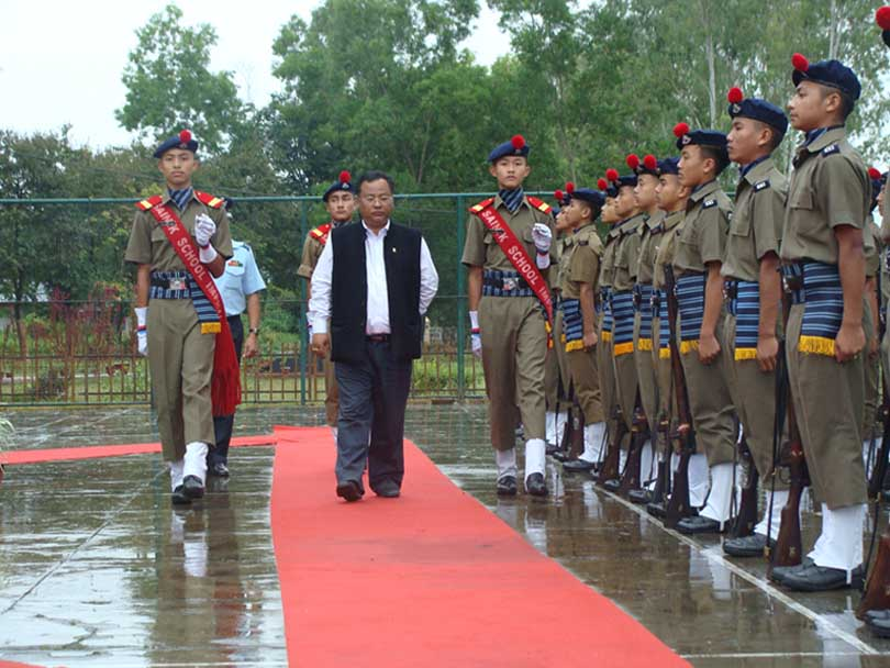State education minister L Jayantakumar inspecting a Guard of Honour given to him by cadets of Sainik School, Imphal on the occassion its 39th Raising Day Thursday. 2010-10-08 | by : IFP Photo