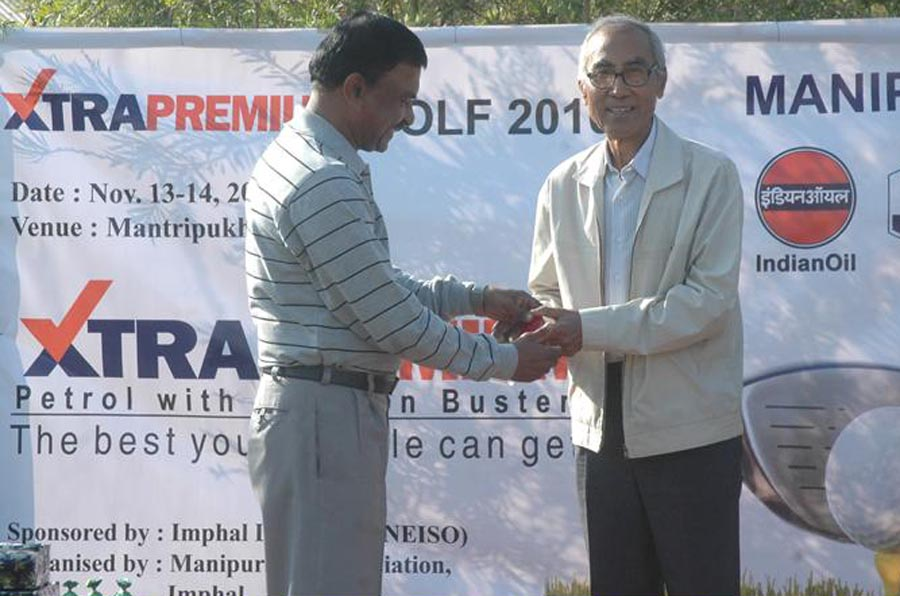 """Major Gen CA Krishnan, IGAR (South), distributing handing over the IOC """"Xtra Premium"""" Golf Tournament organized by Manipur Golf Association at Mantripukhri Golf Course, Imphal, to the winner, Sougaijam Lalit, retired chief engineer. 2010-11-15   by : IFP Photo"""