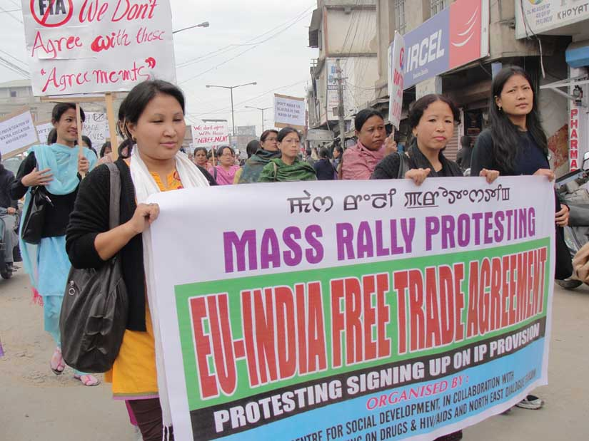 AIDS workers and activists taking out a rally against possibilities of generic drugs exiting from the market. 2010-12-07 | by : IFP Photo