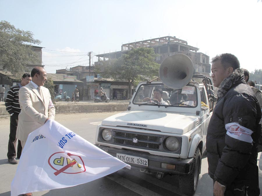 Youth affairs and sports minister, N. Biren flagging off a motor rally to campaign the lifting of the PAP. 2010-12-20   by : IFP Photo