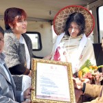 Iron lady Irom Sharmila being presenting Signature Peace Awards by the team of Signature Sarva Gunah Sampanna Awards Selection Committee on Monday at JNIMS before she leaves for CJM Imphal east. 2010-12-28 | by : IFP Photo