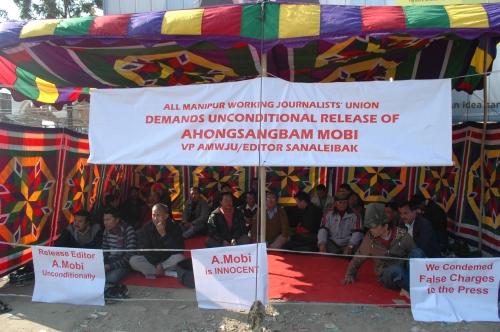 2011-01-01 Sit-in-protest held at Keishampat demanding unconditional release of A Mobi, Editor of Sanaleibak newspaper