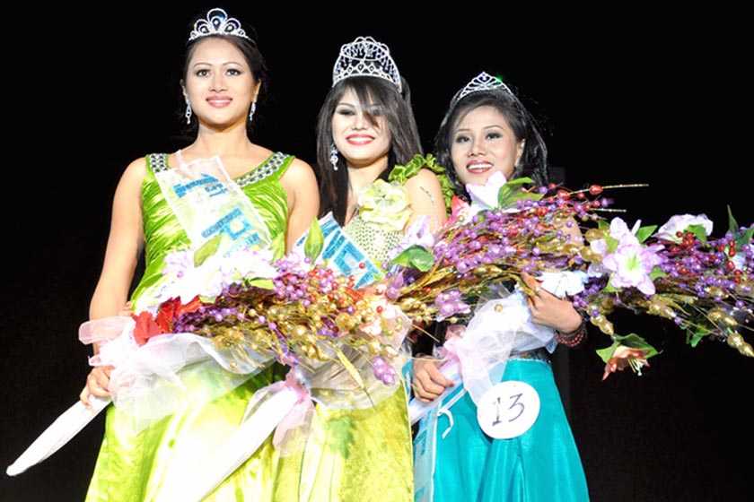 "NE youth Fest ""Queen of the Mystic East"" Miss Kashturi of Borkotoky Guwahati possing with 1st Runner up Sangita Phukan of Assam and 2nd runner up Roslin of Kayia Ksracho Senapati district for media persons on January 20 night. 2011-01-21 