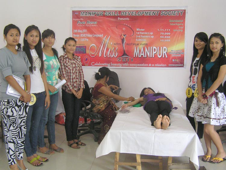 IMPHAL, May 15: Aspiring contestants of Miss Manipur 2011 donating blood at a camp held at Hotel Imphal today.