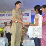 Woman IPS officer Pushpanjali presenting an award to a meritorious girl student at Kshetrigao.