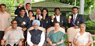 The Prime Minister, Dr. Manmohan Singh with the London Olympic Medal winners, at a function, in New Delhi on August 17, 2012. The Minister of State (Independent Charge) for Youth Affairs and Sports, Shri Ajay Maken, the Chairperson, National Advisory Council, Smt. Sonia Gandhi and Smt. Gursharan Kaur are also seen.