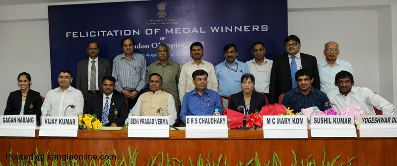 The Union Steel Minister, Shri Beni Prasad Verma with the London Olympic Medal winners at a felicitation function, in New Delhi on August 16, 2012. Photo Courtesy: PIB India