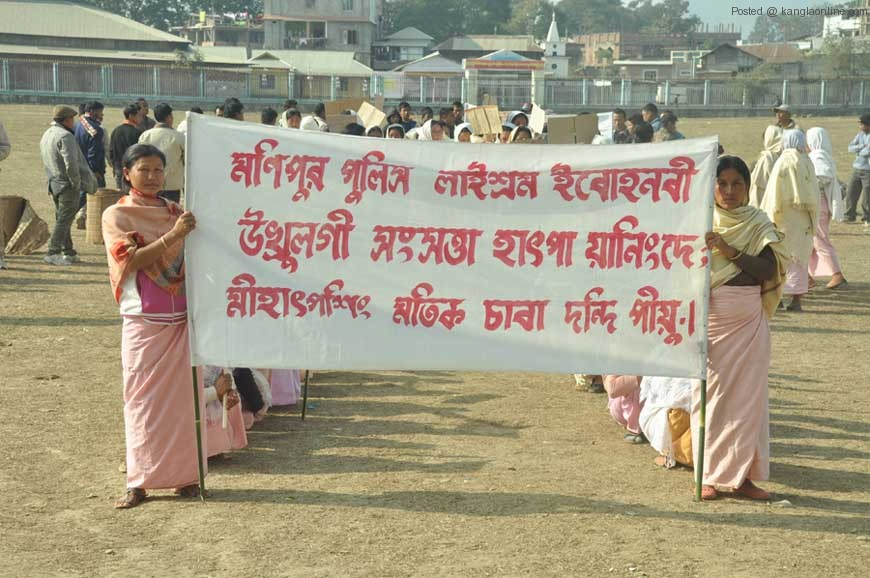 People of th locality and JAC members protest against the killing of Laishram Ibohalbi on Friday