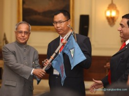 The President, Shri Pranab Mukherjee flagging off the first ever North East Expedition to Mt. Everest, at Rashtrapati Bhavan in New Delhi on March 20, 2013