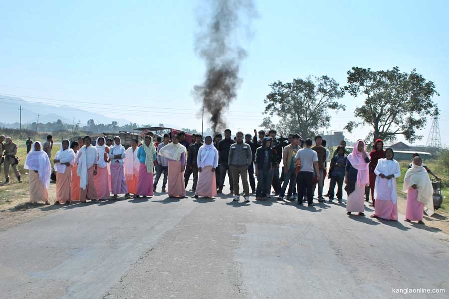 Locals Blocking Highway against the Killing. Source: IFP