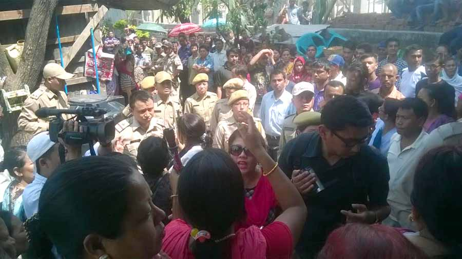 A mob decrying the alleged rape of a 13 year old jostling with the police on Friday.