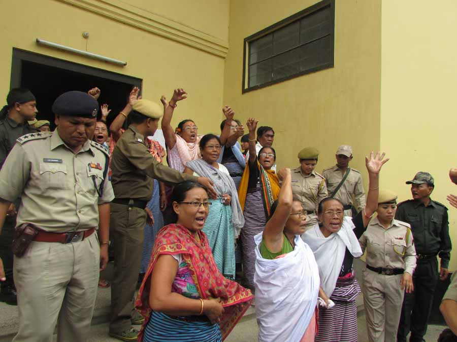 Women activists of the ILP agitation shouting slogans upon their release today. Source: IFP