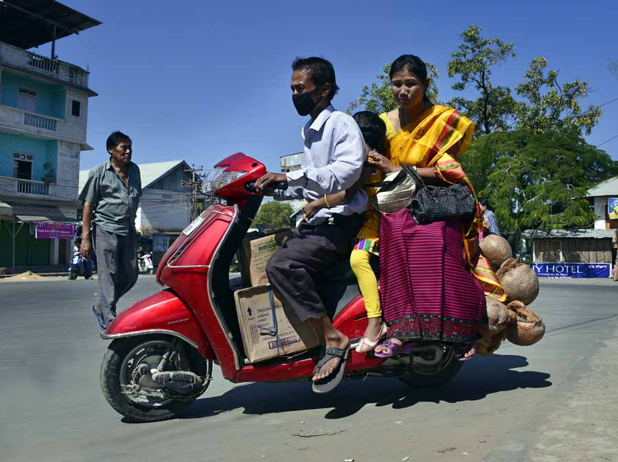 A Ningol with her daughter, riding to reach her parental home on the Ningol Chakkouba Day.