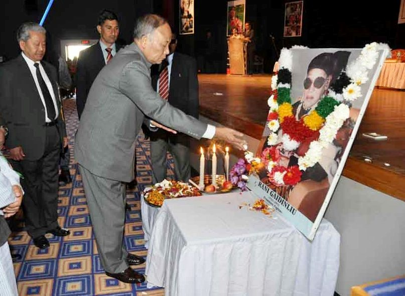 Chief Minister Okram Ibobi Singh offering floral tributes to a portrait of Rani Gaidinliu.