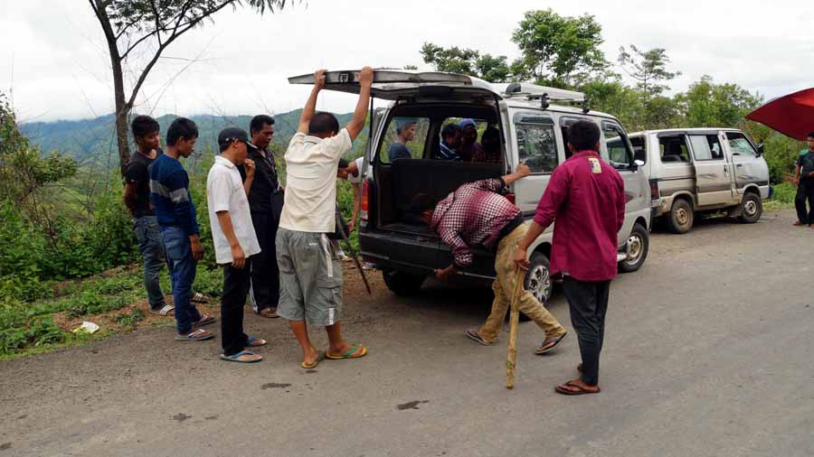 Blockade supporters checking vehicles along the Imphal-Moreh highway.