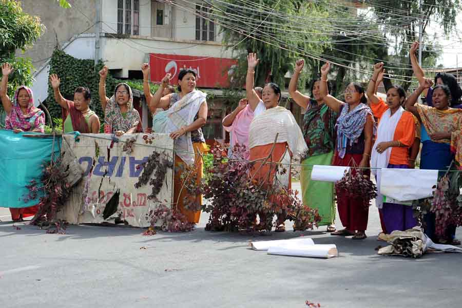 Manipur ILP Demand: Women agitators blocking a road.