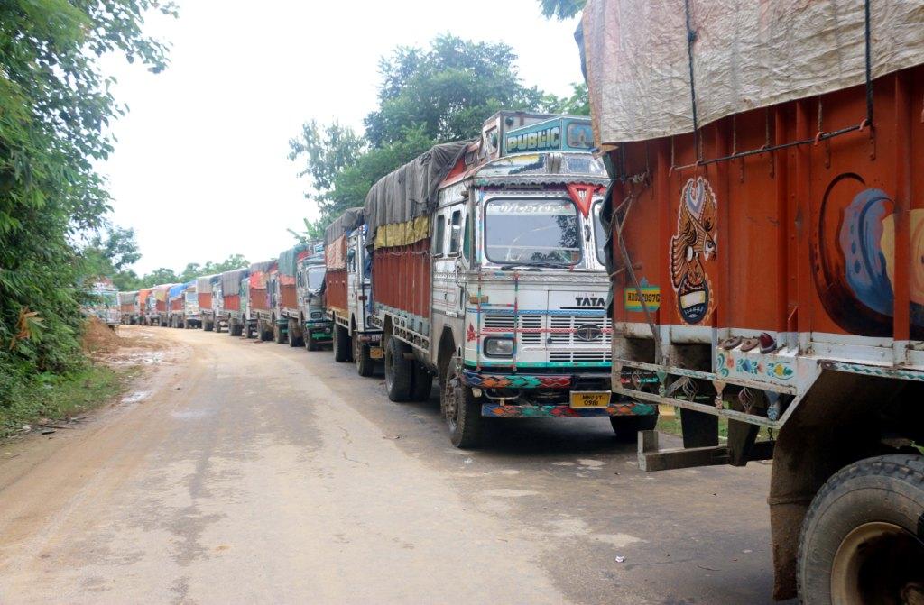 200 truck stuck in jiribam barak bridge