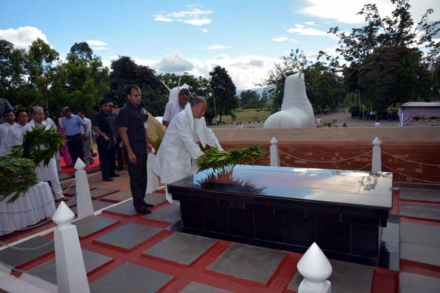 CM laying a wreath at the Kangla Uttra