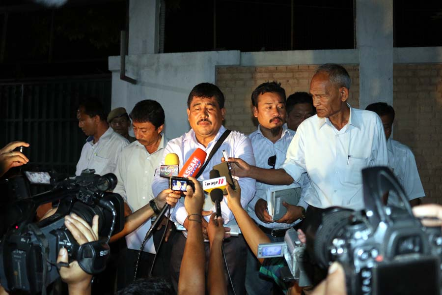 JCILPS convenor, Khomdram Ratan speaking to media persons at the gate of the CM's bungalow after coming out from the meeting.
