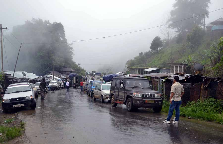 Vehicles stranded along the Imp-Moreh highway in Tengoupal