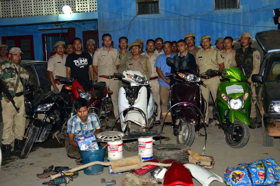 The anti-vehicle theft cell team posing along with the recovered vehicles and the arrested man