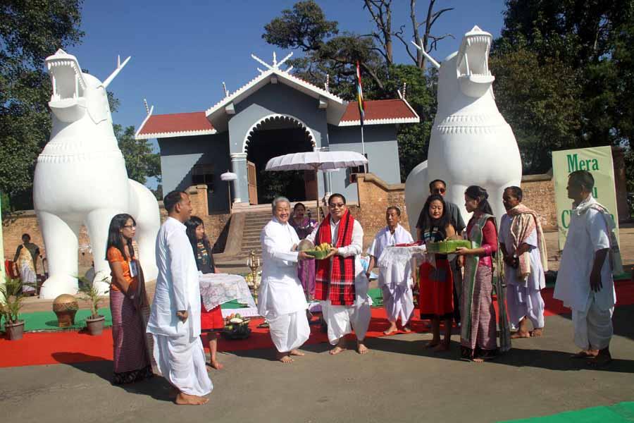 Pot lannaba (exchange of gifts) between Dy CM Gaikhangam and Oinam MLA Ibohalbi Singh at Kangla.