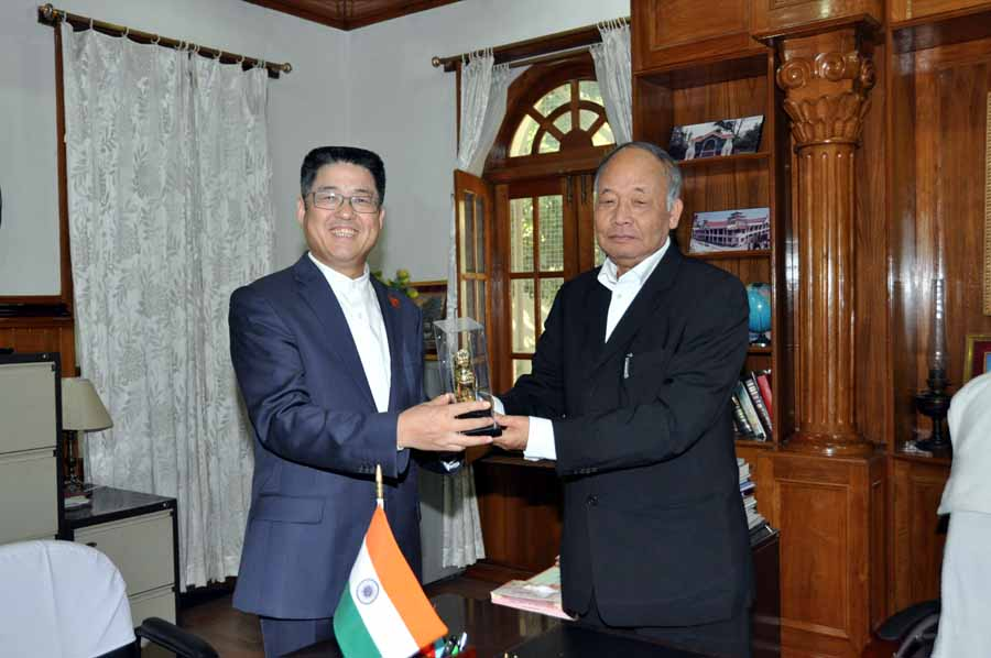 Chief Minister Okram Ibobi presenting memento to the Chinese Ambassador in India Le.Yucheng at CM Office on Friday.