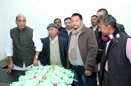 Union Minister for Home, Rajnath Singh (left) with a huge Christmas Cake on Christmas Day, given by Nagaland BJP leader T Khongwang Konyak (2nd left) along with T Methna Konyak (5th left), Nagaland State BJP Council Member at the Union Minister's official residence, New Delhi.