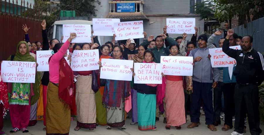 The participants of the discussion showing placards demanding repeal of AFSPA and release of Sharmila. IFP Photo