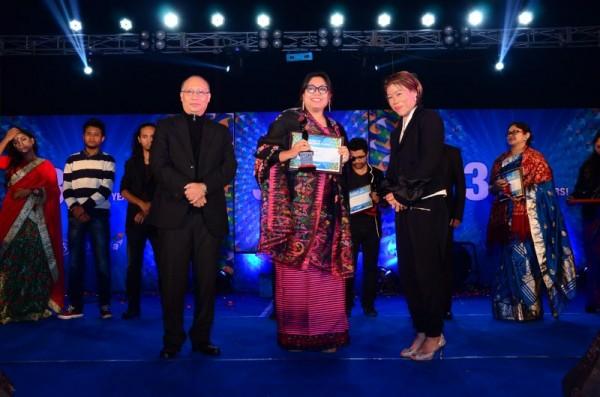 Meena Longjam receiving the Young Achiever's award