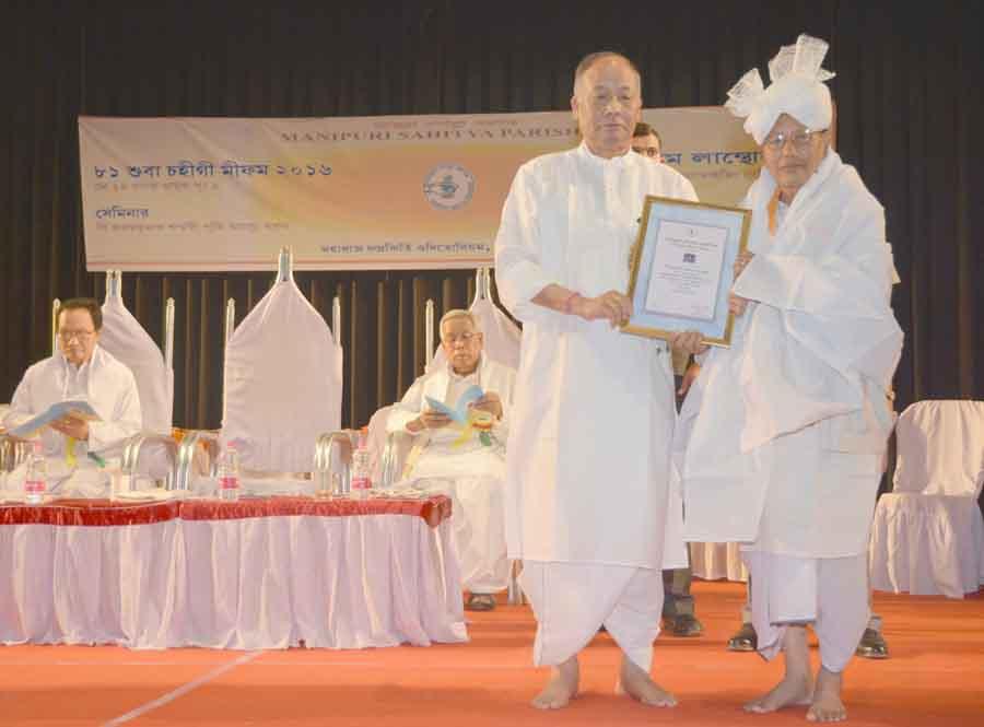 CM Ibobi presenting award