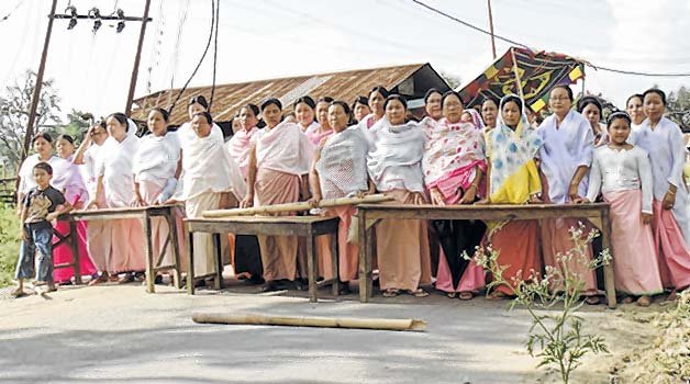 E-Front-__-Sit-in-protest-with-bandh-at-Chingtham-Leikai