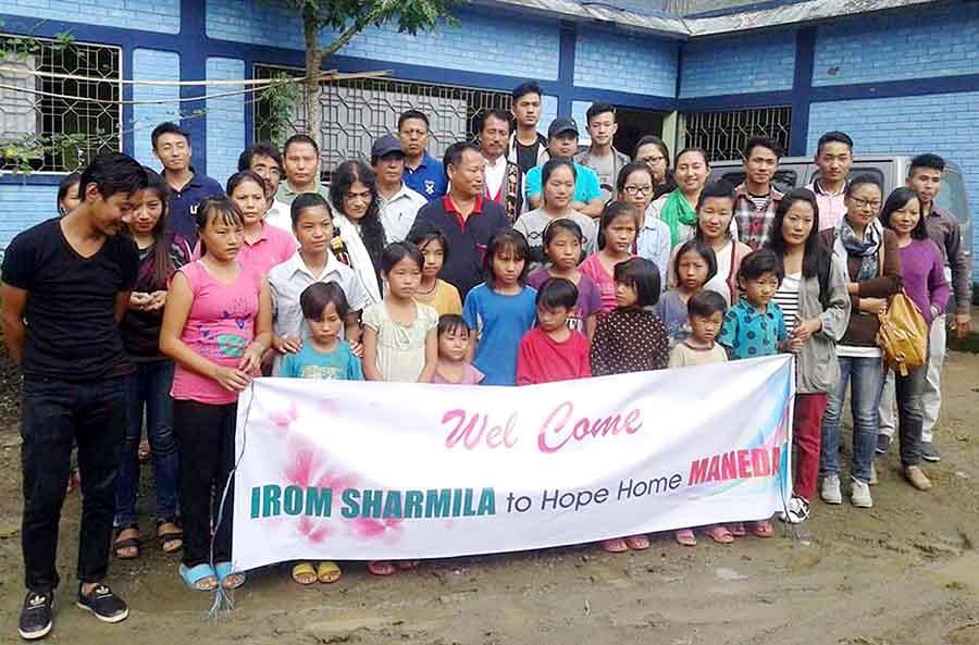 sharmila_with_children_of_the_hope_center_maneda