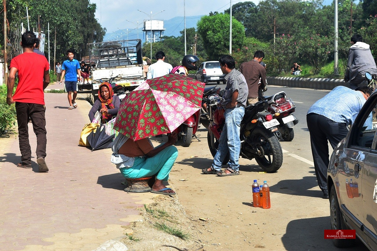 Illigal sale of petrol in Imphal