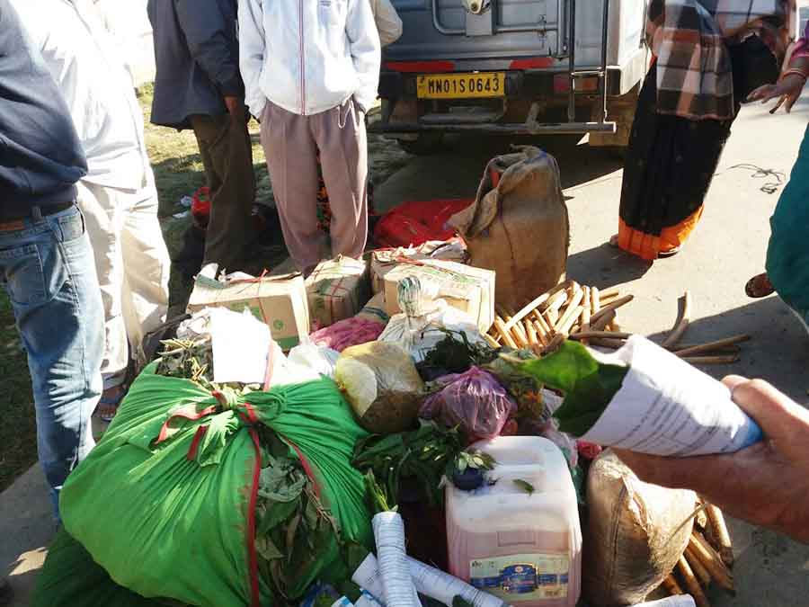 Counter blockade supporters seize goods from vehicles at Jiribam