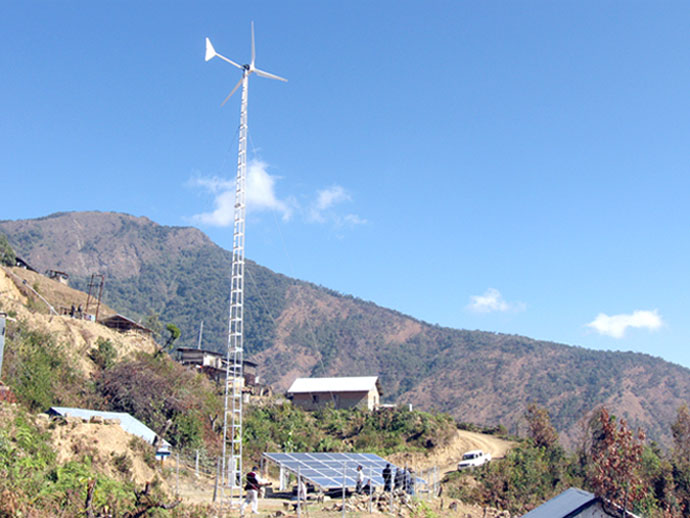 The wind-solar hybrid power project installed by MANIREDA at Sangkhumai Village in Senapati district. 2011-01-08   by : IFP Photo