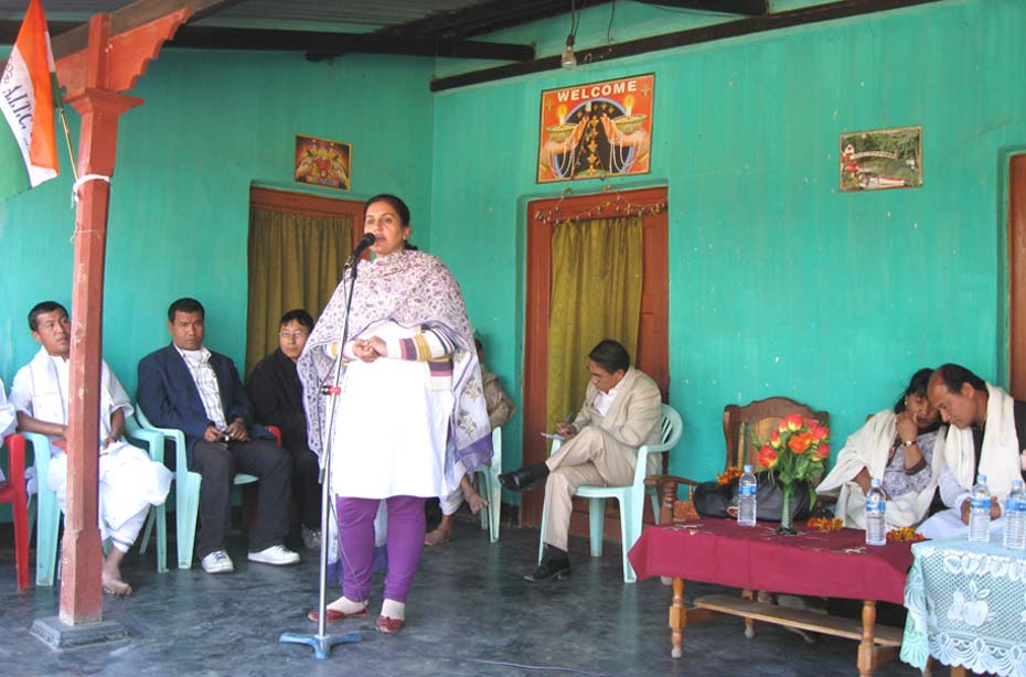 The representative of election observer of Trinamool Congress northeast in-charge, Paramjeet Kaur addressing a political meeting at Awang Jiri under Konthoujam assembly constituency. 2011-02-12   by : IFP Photo