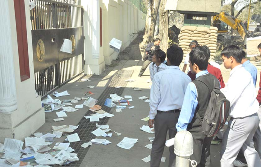 Students casting off their textbooks in front of Raj Bhavan to protest against deprivation of education in government school in the aftermath of impasse between the state government and COTA regarding the implementation of 6th revised pay. 2011-02-13   by : IFP Photo