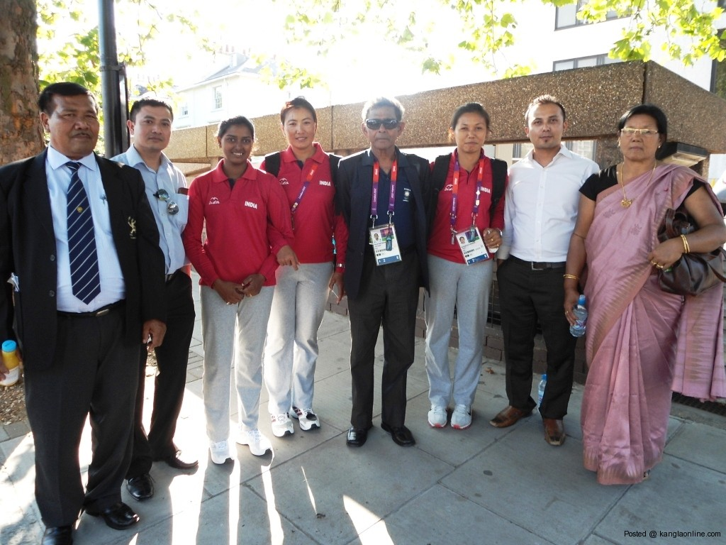 Olympian archers. Bombyla , Deepika Kumari and Chekrovolu Swuro with EMA members and Bomyla's parents at Lord Stadium