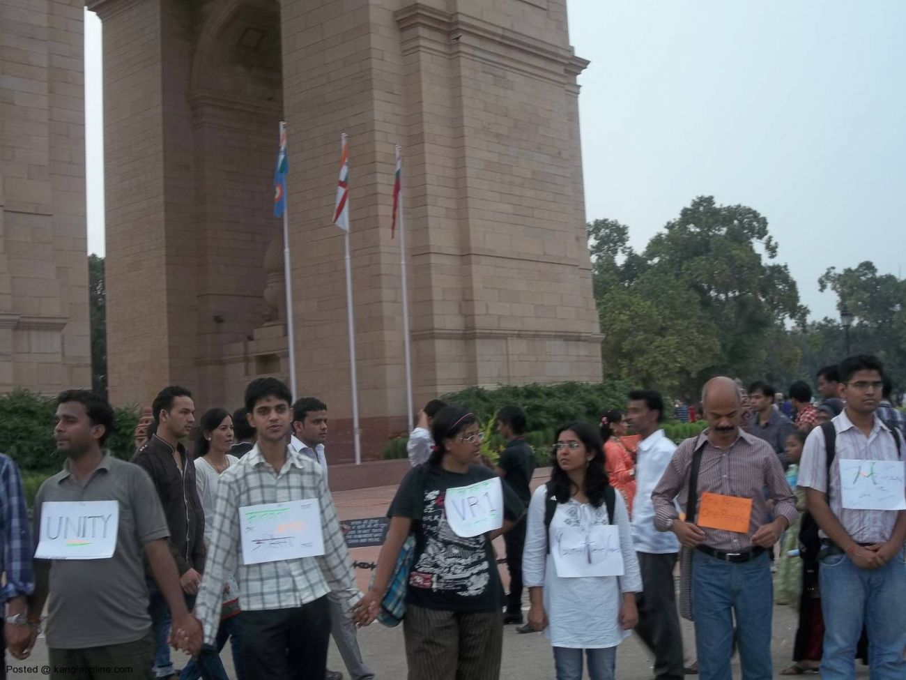 On the call of Mission Bhartiyam, an organization by youths,people formed a human chain today at India Gate in solidarity with people of North East and victims of riots and violence. (2)