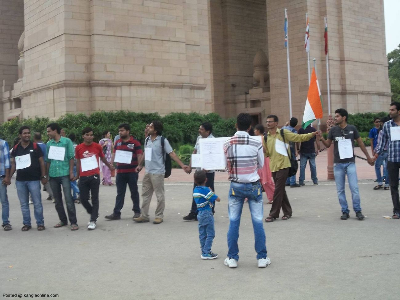 On the call of Mission Bhartiyam, an organization by youths,people formed a human chain today at India Gate in solidarity with people of North East and victims of riots and violence. (1)