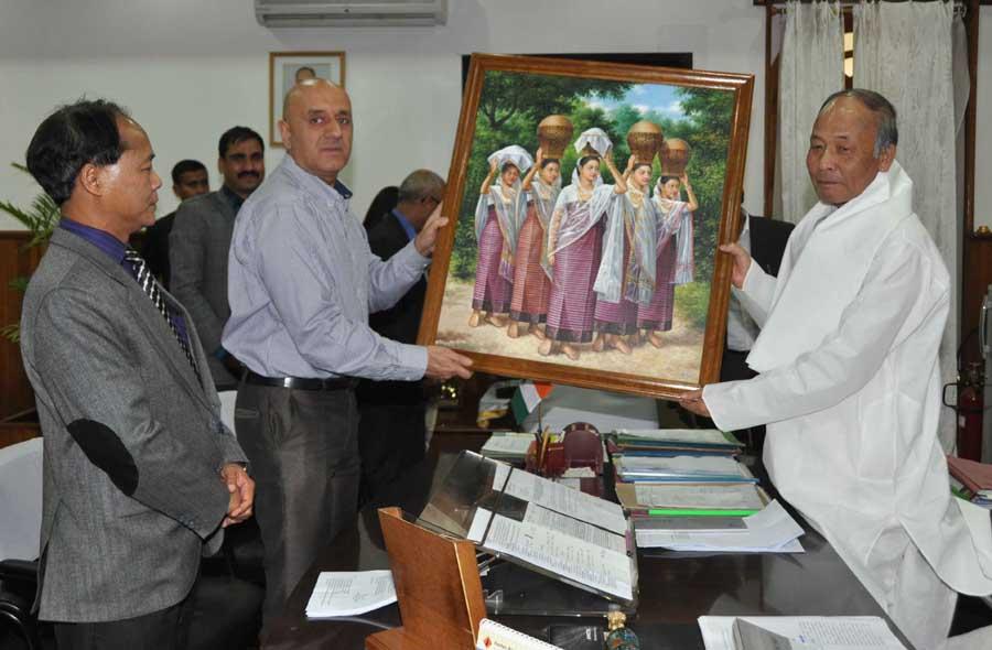 CM Ibobi presents a memento to Pravez Dewan, Secretary (Tourism), Govt of India Photo: IFP