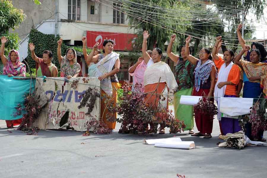 Manipur ILP Demand: Women agitators blocking a road.