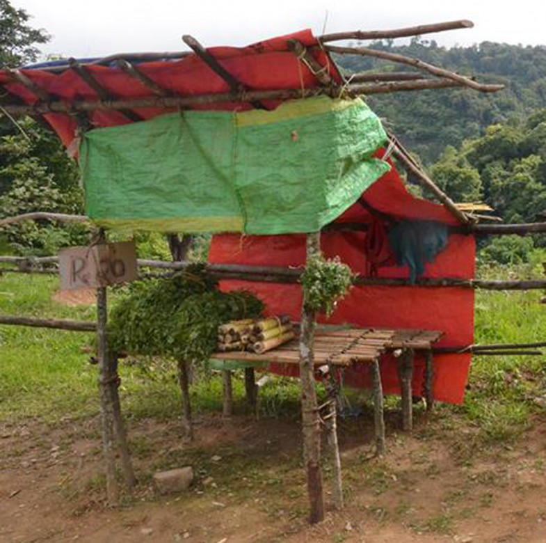 Ngainga route guardless stalls. Photo- Chingtham Balbir Khuman