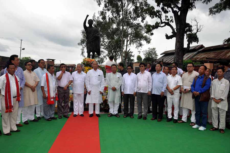 CM Ibobi, dy CM Gaikhangam and others posed for the lens in front of the newly unveiled Haipou Jadonang statue.