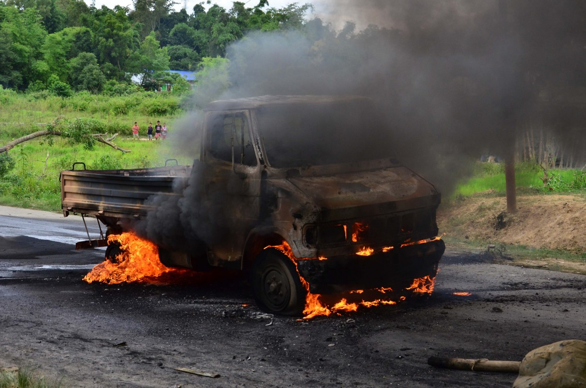 Manipur police truck has been burnt down by the agitators on the road at Churachandpur
