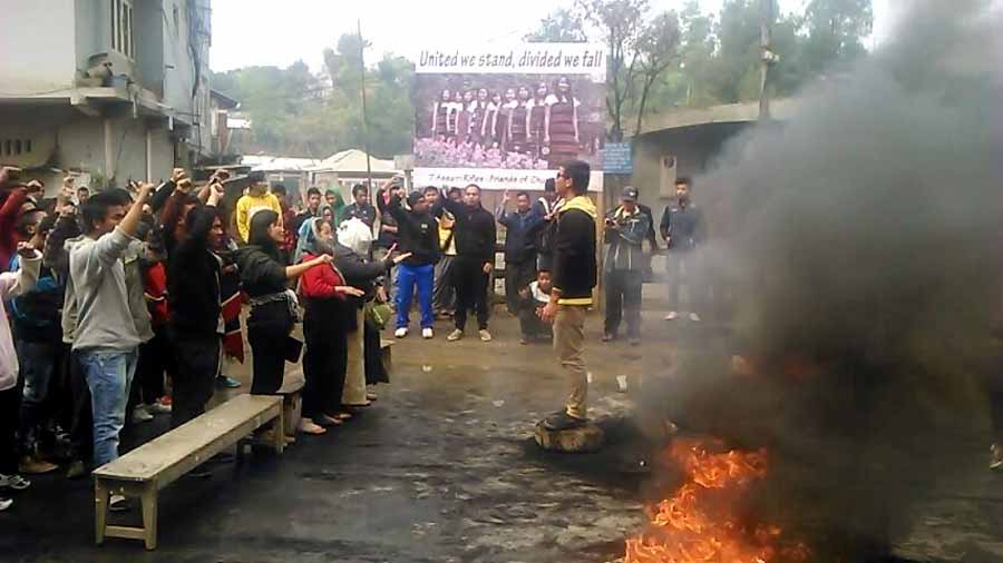 Bandh supporters during the bandh imposed against the decision to bury the nine martyrs on February 13. IFP Photo