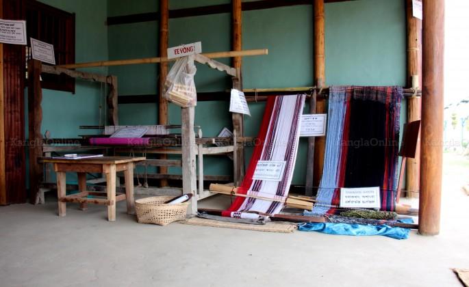 Kon - Traditional Meetei / Meitei Handloom Machine