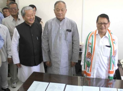 CM Ibobi posing with newly appointed MPCC president TN Haokip and outgoing president Gaikhangam.